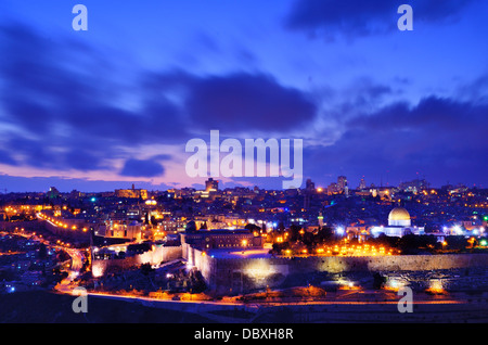 Les toits de la vieille ville et le Mont du Temple à Jérusalem, Israël. Banque D'Images