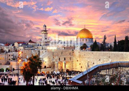 Les toits de la vieille ville à il Mur occidental et le Mont du Temple à Jérusalem, Israël. Banque D'Images