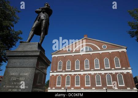 Statue de Samuel Adams en face de Faneuil Hall sur le Freedom Trail, Boston, Massachusetts Banque D'Images