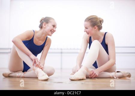 Deux ballerines chaussons de ballet de whist chat Banque D'Images