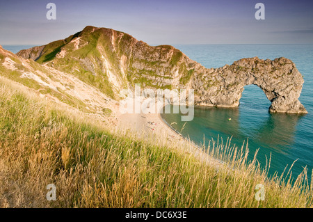 Coucher du soleil surplombant Durdle Door, Dorset, UK Banque D'Images