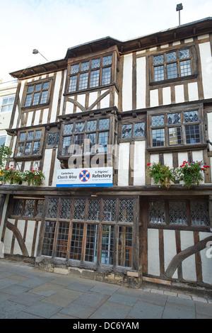 Chambre conquête maintenant l'Église Shop & Pèlerins Réfectoire Palace Street Canterbury Kent UK Banque D'Images