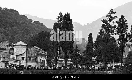 Centre commercial de Nainital road vue depuis le point de navigation de plaisance. Banque D'Images