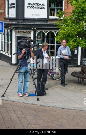 Unité de diffusion extérieure pour bbc look east avec Kim Riley, chef de reporter. Banque D'Images