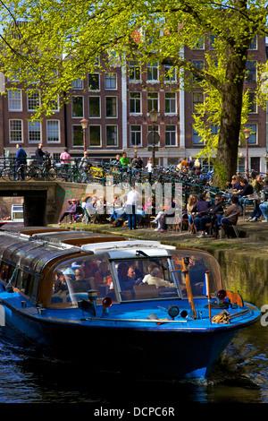 Bateau de tourisme sur Leliegracht, Amsterdam, Pays-Bas, Europe Banque D'Images