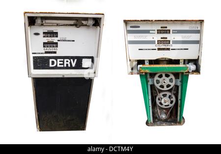 Deux pompes perol isolés avec des chemins de détourage Banque D'Images