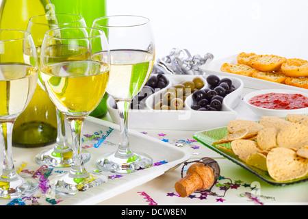 L'alimentation et du vin sur une table de buffet - l'alimentation et du vin sur une table de buffet, célébration Banque D'Images