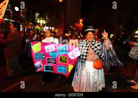 LA PAZ, BOLIVIE, le 22 août 2013. Les gens prennent part à une marche organisée par la Red Pro-Vida (Pro Life Network) Banque D'Images