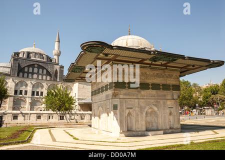 Kilic Ali Pasa Mosque et Kilic Ali Pasa Fontaine, également connu sous le nom de Fontaine de Tophane Tophane,, Beyoglu, Banque D'Images