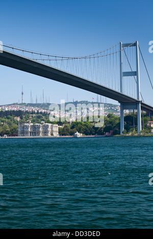 Le pont du Bosphore et le Palais de Beylerbeyi à Istanbul, Turquie. Banque D'Images