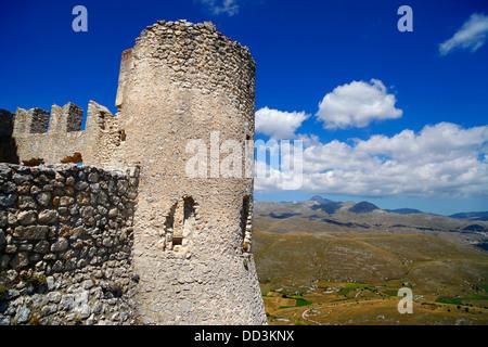 Le château médiéval de Rocca Calascio dans les Abruzzes, en Italie. Banque D'Images