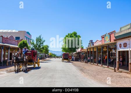 Des promenades en diligence sur Allen Street East, Tombstone, Arizona, USA