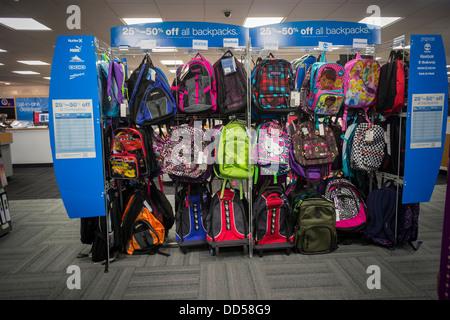 2514836d36 Une sélection de sacs à dos sont vus dans la section retour à l'école