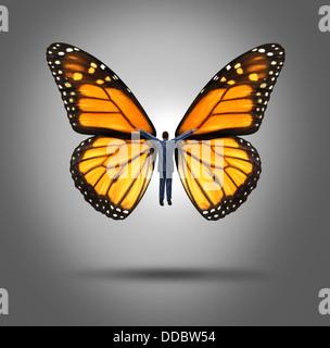 Creative Leadership concept avec un homme battant le en utilisant les ailes d'un papillon monarque comme un symbole Banque D'Images