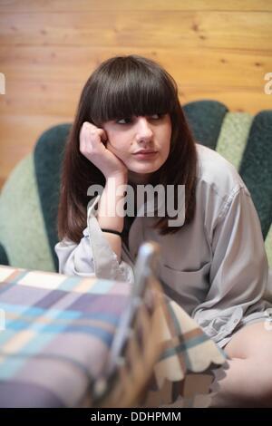 Jeune femme s'ennuie Banque D'Images