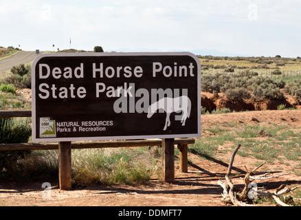 Panneau d'entrée à Dead Horse Point State Park à Moab, Utah, USA. L'emplacement est à proximité de parcs nationaux Banque D'Images