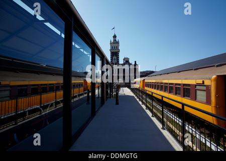 Taieri Gorge Train reflète dans Toitu Musée Otago Settlers et gare ferroviaire historique, Dunedin, île du Sud, Banque D'Images