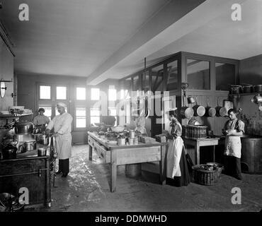 La cuisine à l'hôtel Tower Bridge, Southwark, Londres, 1897. Artiste: Bedford Lemere et compagnie Banque D'Images