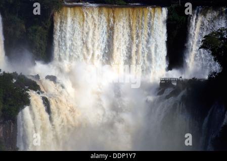Brésil, São Paulo: Iguassu Falls avec enregistrer les niveaux d'eau après de fortes pluies Banque D'Images