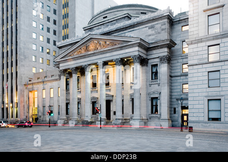 La rue Saint Jacques et la Banque de Montréal, Montréal, Québec, Canada Banque D'Images