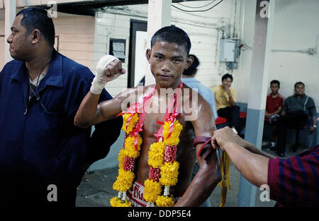Le Muay Thai (Thai Boxing), Lumpinee Stadium. Bangkok, Thaïlande Banque D'Images