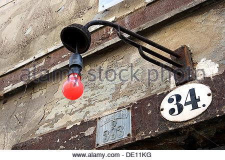 Lumière rouge, maison ancienne, Dresde Neustadt, Saxe Banque D'Images