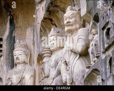 Le gardien du Bouddhisme rois sculptés sur le mur nord de la temple Fengxian au complexe du temple-grotte de Longmen. Banque D'Images
