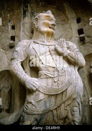 L'un des rois gardien du Bouddhisme sculptés sur le mur nord de la grotte de Fengxian temple à theLongmen-temple Banque D'Images