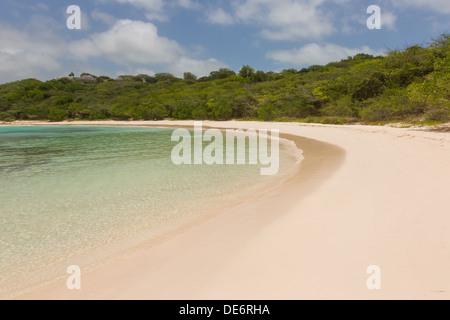 Calme Sandy Tropical Beach de Half Moon Bay Antigua Banque D'Images