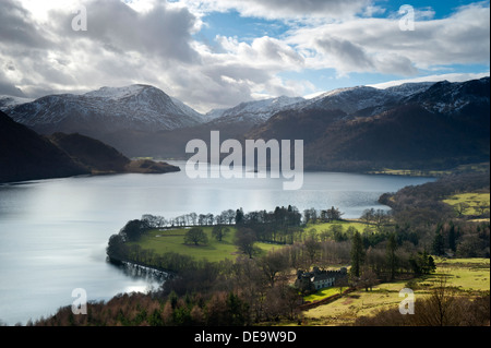 Ullswater de Gowbarrow Fell est tombée en hiver, Parc National de Lake District, Cumbria, England, UK Banque D'Images