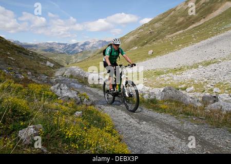 Vélo de montagne de Val Val Pila, Pila, Livigno, province de Sondrio, Lombardie, Italie Banque D'Images