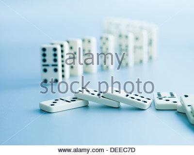 Dominos tombés Banque D'Images