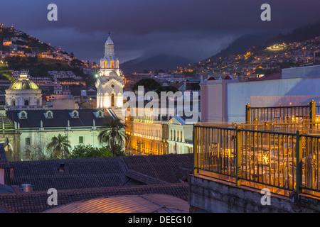 Cathédrale Métropolitaine de nuit, la place de l'indépendance, Quito, Site du patrimoine mondial de l'UNESCO, la Banque D'Images