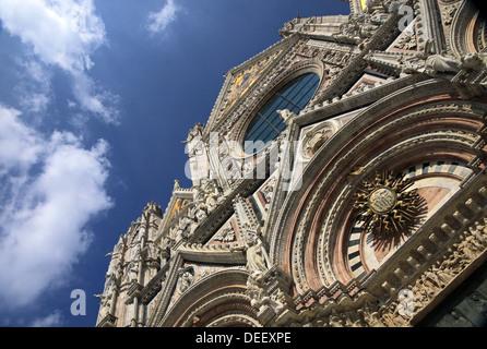 Façade de la Cathédrale de Sienne en Toscane, Italie Banque D'Images
