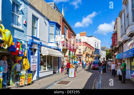 Boutiques sur St George's Street dans le centre-ville, Tenby, Pembrokeshire, Pays de Galles, Royaume-Uni Banque D'Images