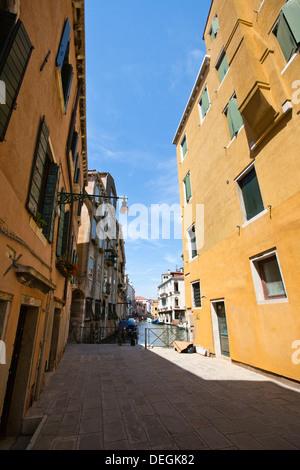 Bâtiments le long d'un canal, Murano, Venise, Vénétie, Italie