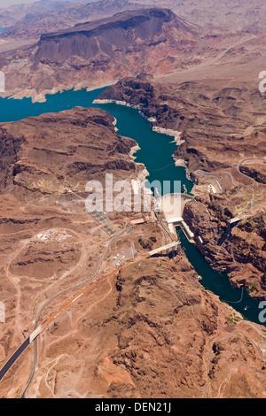 Image aérienne du Barrage Hoover, sur la frontière entre les états américains de l'Arizona et le Nevada. JMH5486