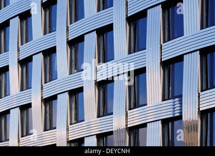 L'architecture moderne, détail sur la façade d'un immeuble de bureaux modernes, Hambourg Banque D'Images