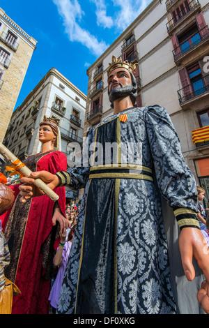 Les Gegants (Giants) parade de la Plaza San Jaume au cours de la Mercè, festival de Barcelone, Catalogne, Espagne