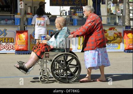 White Senior Female senior male blanc pousse l'Embonpoint Obésité handicapés en fauteuil roulant à Tampa Florida Banque D'Images