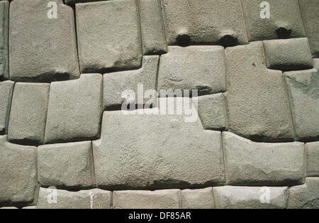 Célèbre 12 coins de la pierre (Piedra de los 12 angulos) dans la région de Inca Roca street, Cuzco, Pérou. Meilleur Banque D'Images