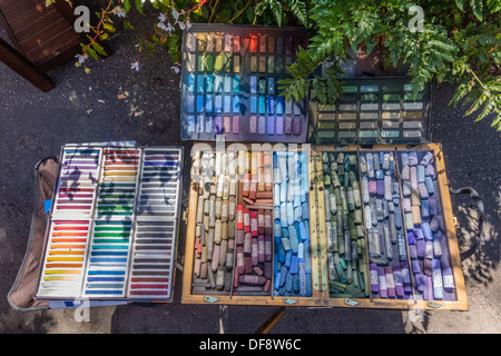 Encore une vie d'une sélection de pastels de l'artiste en préparation pour la création d'un dessin au pastel à Santa Banque D'Images