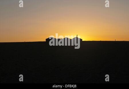 Gers nomades au lever du soleil dans le désert de Gobi de Mongolie Banque D'Images