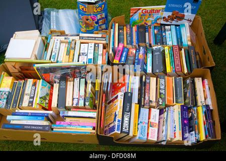 Des livres de poche d'occasion en vente car boot sale UK Banque D'Images