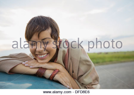 Portrait de belle jeune femme smiling Banque D'Images