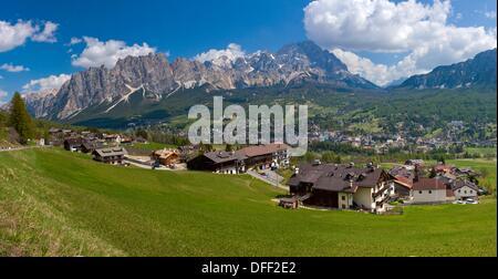Panorama 180 vers Cortina D'Ampezzo Pomagagnon et Monte Cristallo, Vento, Dolomites, Italie, Europe Banque D'Images