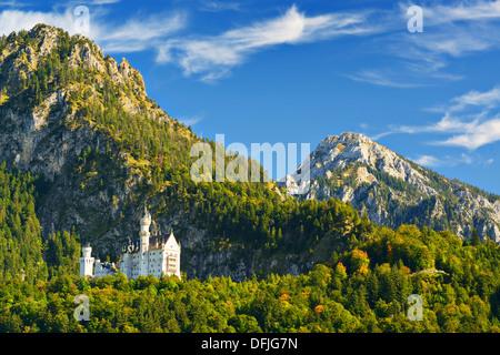 Le château de Neuschwanstein, dans les Alpes bavaroises de l'Allemagne. Banque D'Images