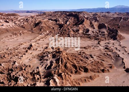 Vue sur la Cordillère de la Sal Mountains et le Salar de Atacama, près de San Pedro de Atacam au Chili Banque D'Images