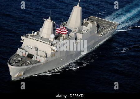 L'US Navy USS San Antonio de transport amphibie Navire dock lors d'opérations le 12 janvier 2009 dans le golfe d'Aden. Banque D'Images