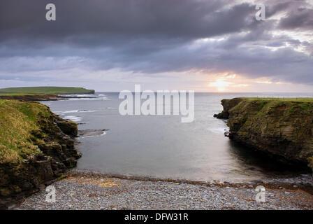 Coucher de Skipi Geo à la tête vers Brough, Mainland Orkney Islands Ecosse Banque D'Images